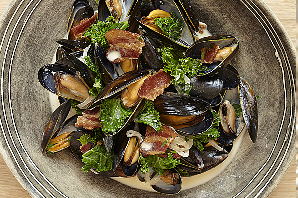 Creamed Shetland Mussels with Scrumpy Cider, Curly Kale and Smoked Bacon